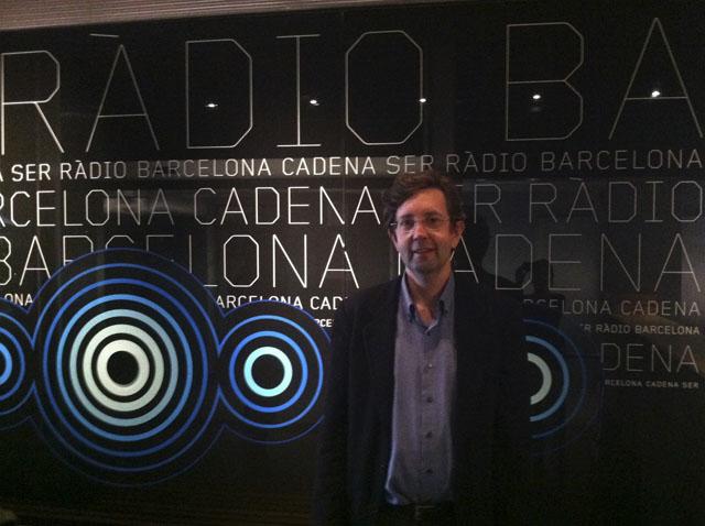 Antoni Biada en los estudios de la Cadena SER