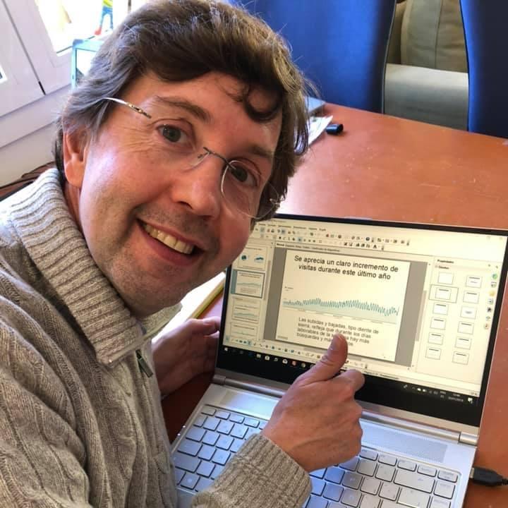 Imagen del CEO de Einnova mostrando resultados de una Auditoría SEO