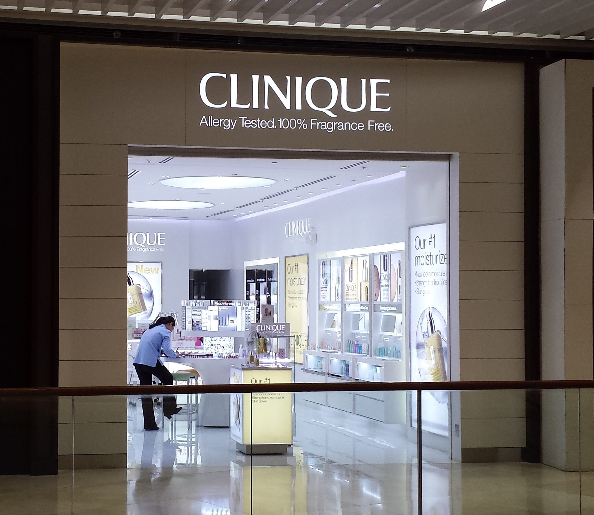 Clinique_in_SM_Aura,_BGC