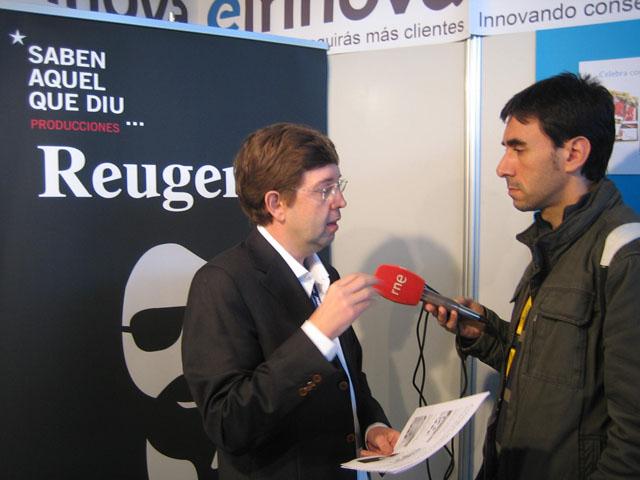 Antoni Biada, director de Einnova, explicando la importancia del posicionamiento a los medios en la feria eShow Barcelona
