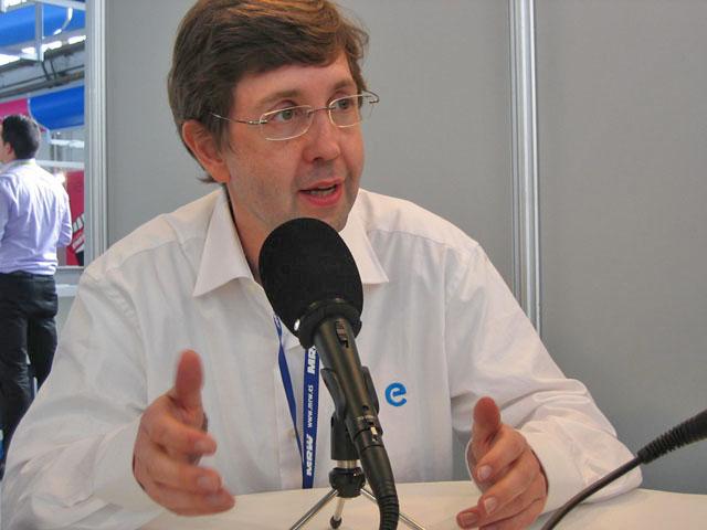 Antoni Biada de Einnova atendiendo a los medios